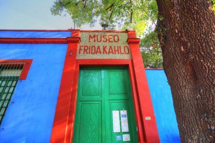 Выход в свет: выставка нарядов Фриды Кало в Мехико