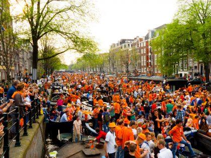 День Королевы в Амстердаме: селедка, тюльпаны и оранжевое настроение