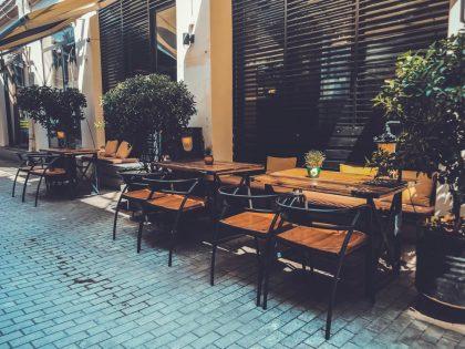 Гиды, звезды, журналы, наклейки: как выбрать ресторан за границей