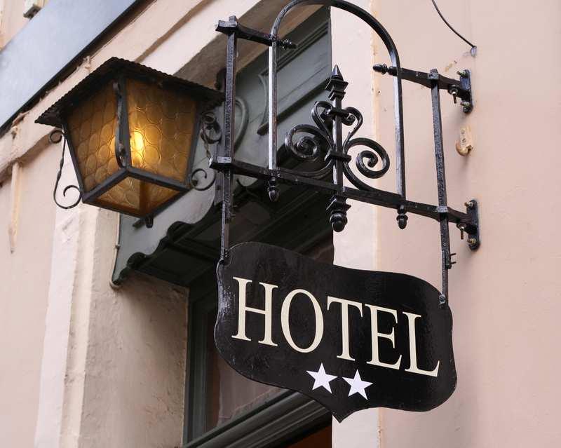 Как и за что присваивают звезды отелям?