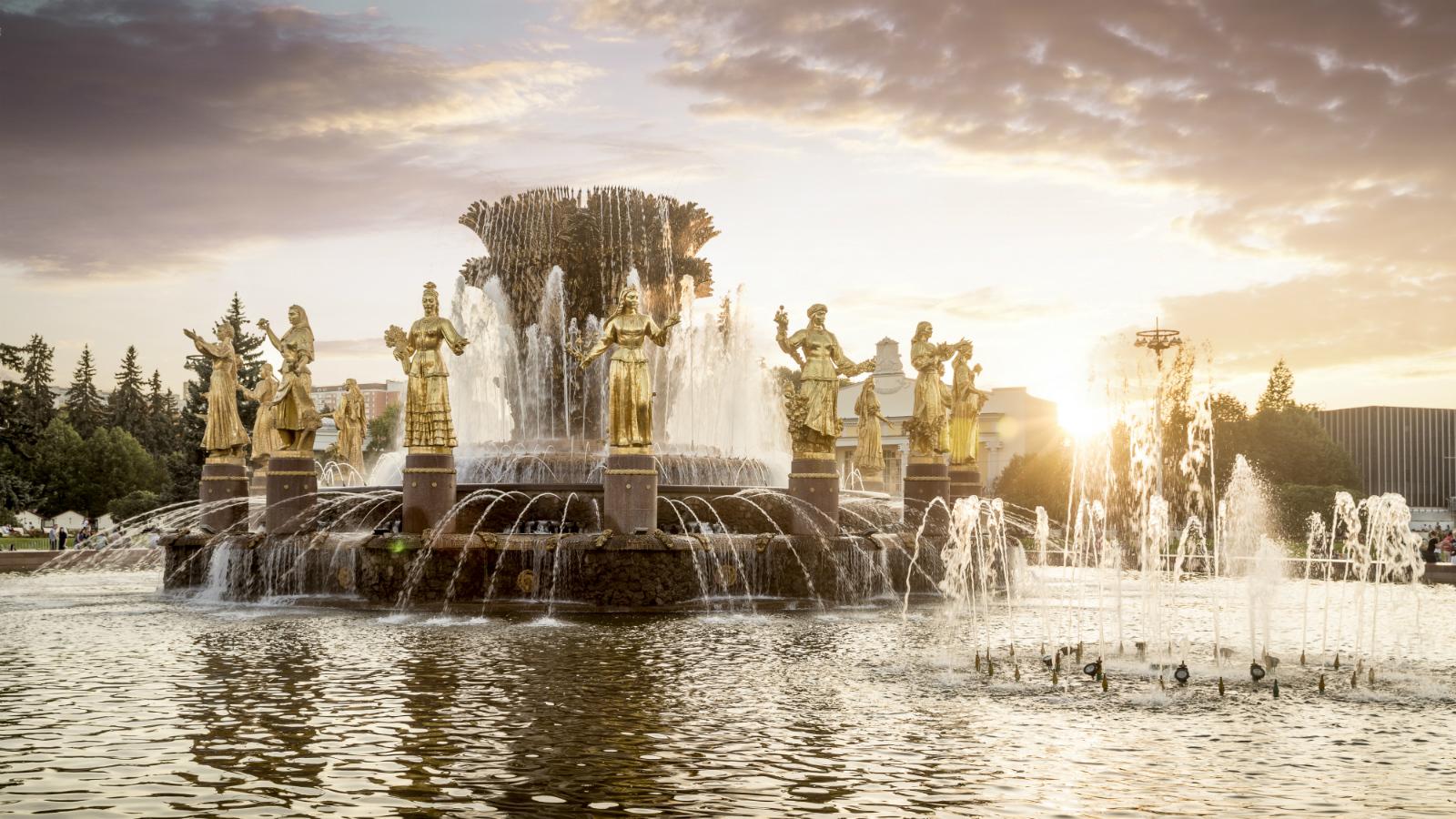 В каких фонтанах стоит искупаться на День ВДВ