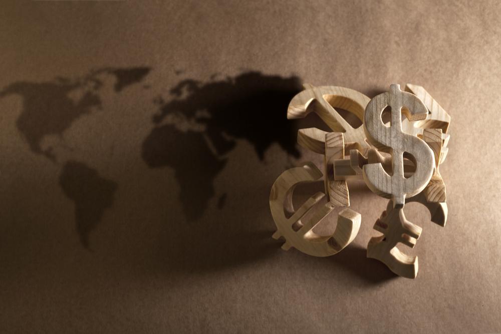 Финансовая грамотность в поездке: как платить картой и менять деньги