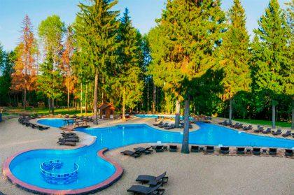 Не взлетим, так поплаваем: лучшие отели Подмосковья с бассейном