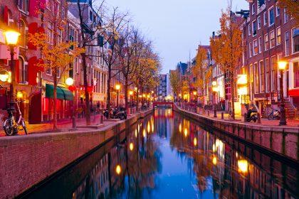 Квартал Красных фонарей в Амстердаме будут перекрывать