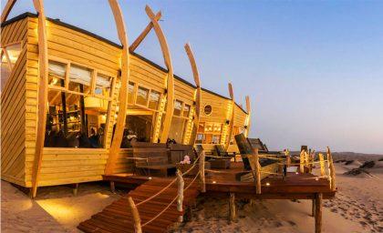 На побережье Берег Скелетов в Намибии открыли отель