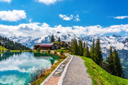 Горную деревню в Швейцарии превратят в отель