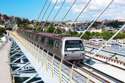 Проезд в метро Стамбула будут оплачивать пластиковыми бутылками
