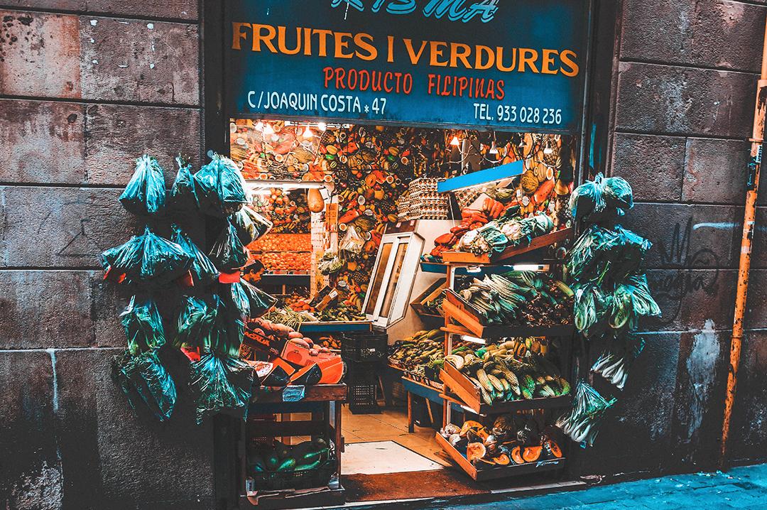 6096ce130056 Лес Кортс — один из наиболее элегантных, просторных и богатых округов  Барселоны. Здесь множество небольших садов, скверов и симпатичных площадей,  как, ...