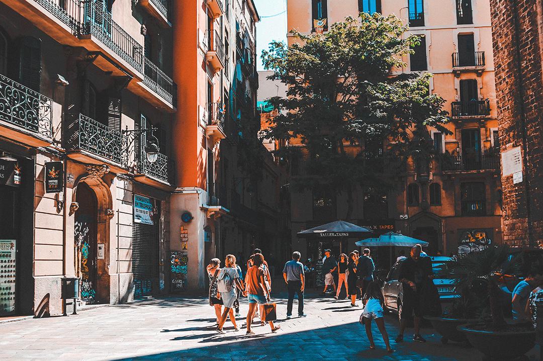 731519be7690 ... и Кафедральный собор Барселоны — практически все основные  достопримечательности расположены именно здесь. В Старом городе множество  ресторанов на любой ...