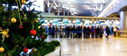 «Победа» предложила бесплатный перелёт пассажирам в костюмах Деда Мороза и Снегурочки