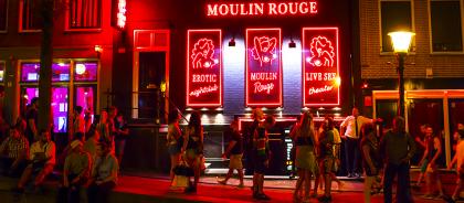 Квартал красных фонарей в Амстердаме закроют для туристических групп