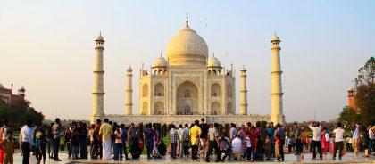 Посещающих Тадж-Махал туристов начнут штрафовать