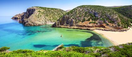 На пляжи Сардинии вернули 10 тонн песка, украденных туристами
