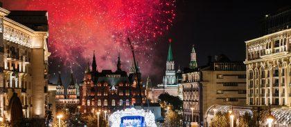 День города — 2019 в Москве: шоу в небе, заплыв на SUP-бордах, карнавальные шествия