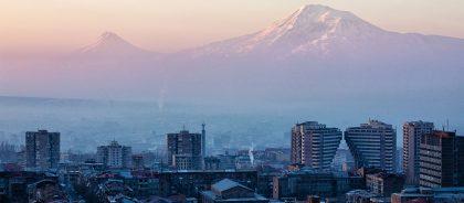 Названы самые популярные города СНГ для осенних путешествий