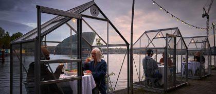 Ресторан в Амстердаме придумал, как элегантно изолировать посетителей