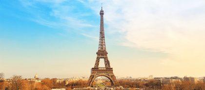 Над пропастью в Париже: у подножия Эйфелевой башни появилась масштабная иллюзия