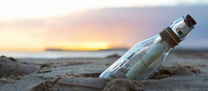 Нежданно-негаданно: девушка получила ответ на послание в бутылке спустя 10 лет