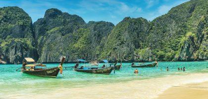 Таиланд решился: вакцинированным «Спутником V» разрешат въезжать в туристические районы